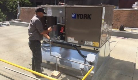 Servicing a rooftop unit