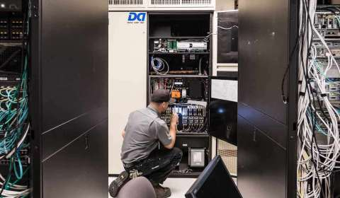Air conditioning servicing in a server room